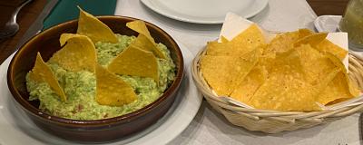 El Mexicano: guacamole con totopos