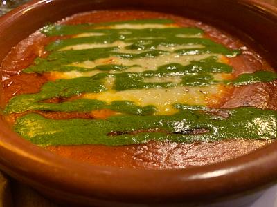 Cazuela de provolone, tomate y pesto