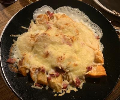 Patatas con bechamel y queso