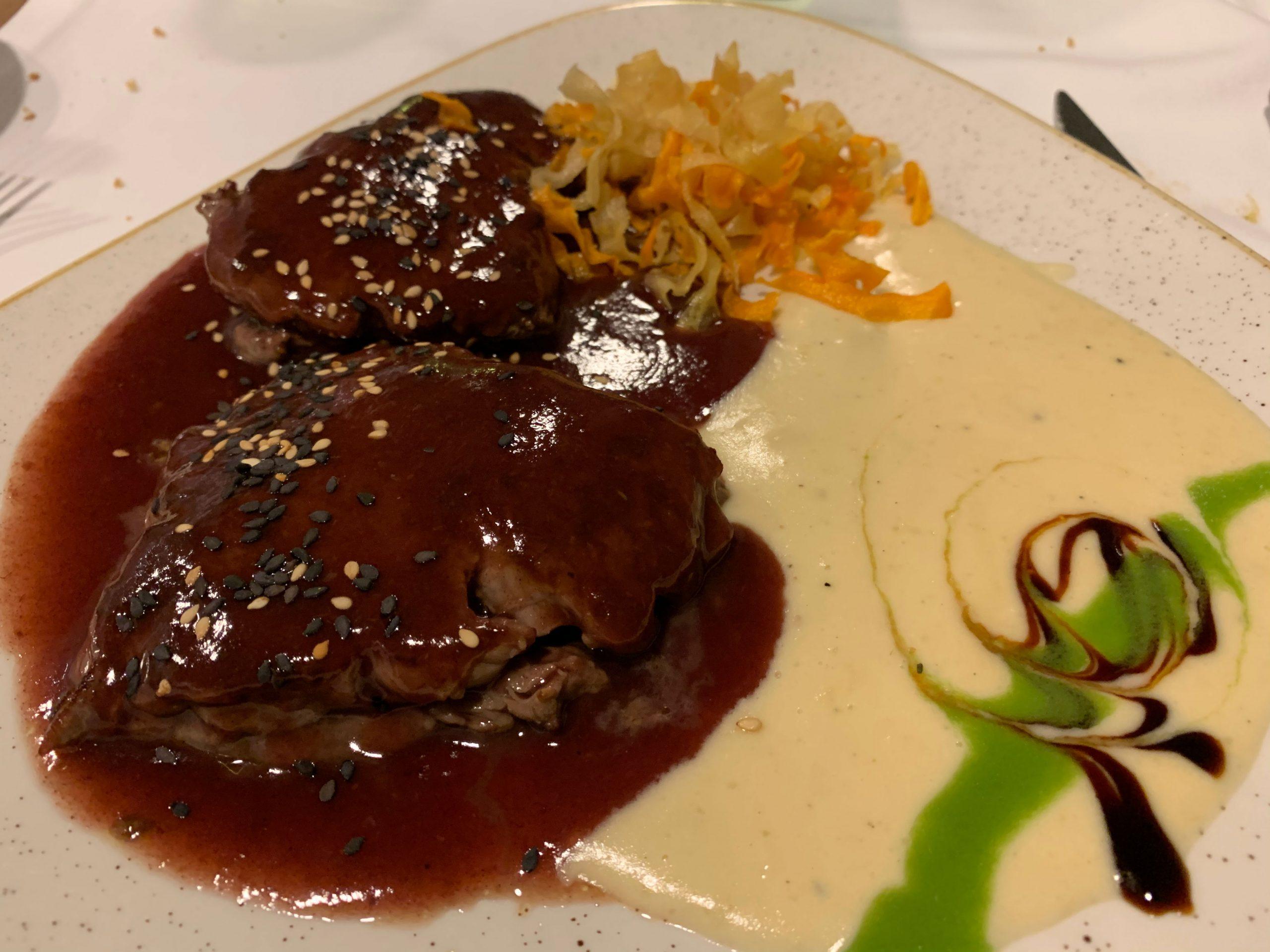 Solomillo relleno de foie y salsa de uvas Iruñazarra